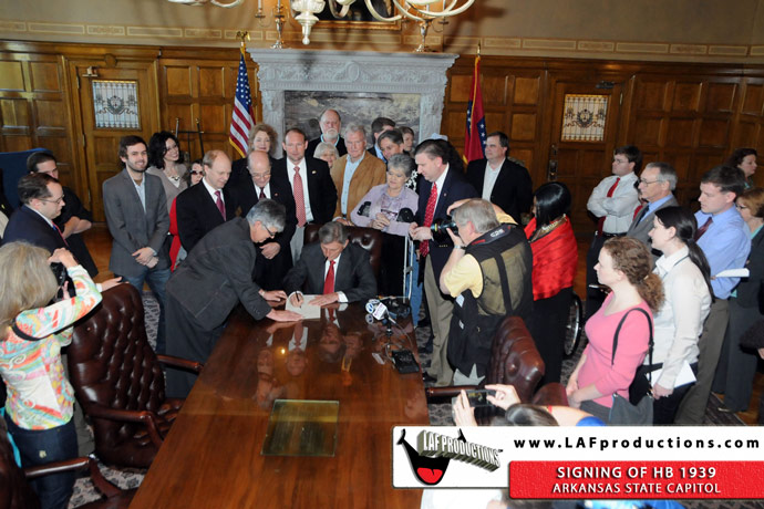 Governor Mike Beebe signing HB1939